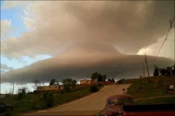 Метеоролог считает, что НЛО замаскировалось в облаке