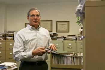 Д-р Брюс Грэйсон.