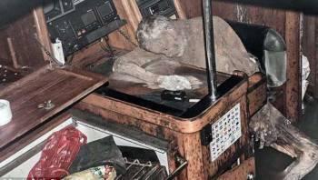 У берегов Филиппин нашли дрейфующую яхту с мумией владельца