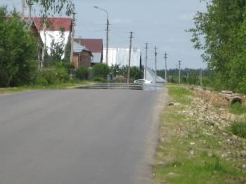 Мираж над асфальтированной дорогой.