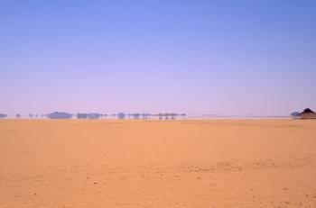 Наиболее распространенный мираж в пустыне.