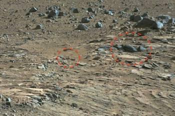 марсоход заснял древнюю марсианскую скульптуру, изображающую лицо