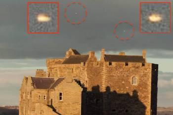 Очевидец зафиксировал светящиеся объекты над замком в Шотландии