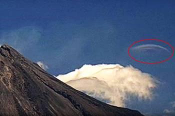 В Мексике над вулканом Колима обнаружен гигантский НЛО