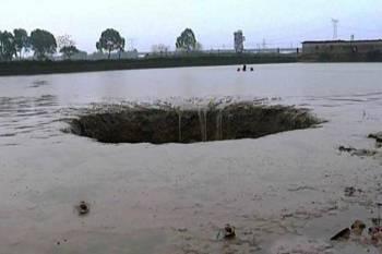 Дыра в озере на юге Китая является выходом из базы инопланетян