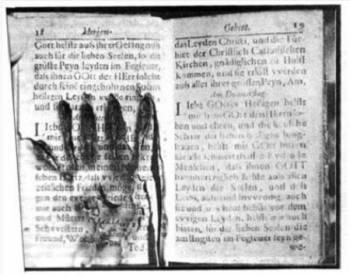 Особенности феномена привидений: Огненные рукопожатия