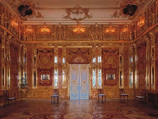 Фрагмент интерьера современной Янтарной комнаты