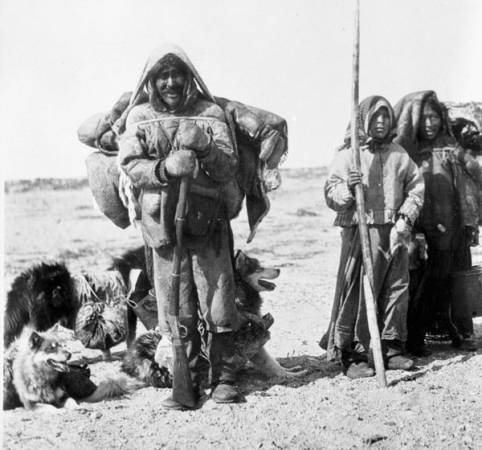 Семья эскимосов. Фото 1917 года