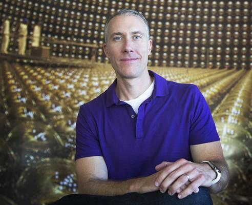 Джеймс Буллок, астрофизик Калифорнийского университета в Ирвине