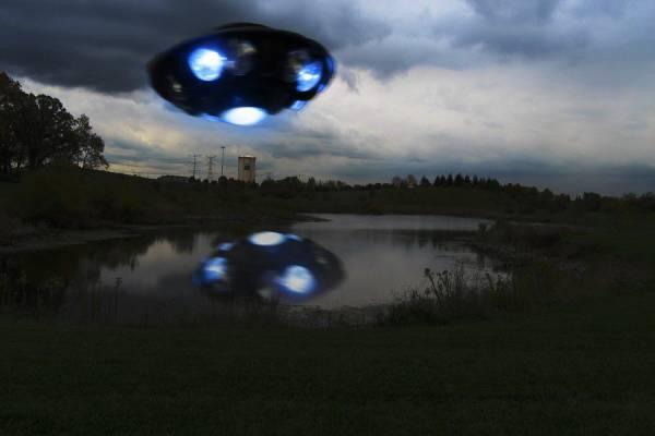 Очевидец заснял НЛО над Мельбурном