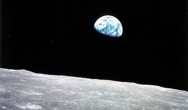 всоход Земли на фоне Луны
