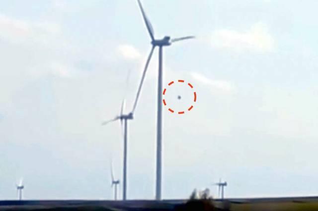 НЛО заснят над ветряной электростанцией в Польше