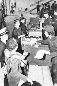 Таможня в аэропорту Ханеда в 50-е годы.