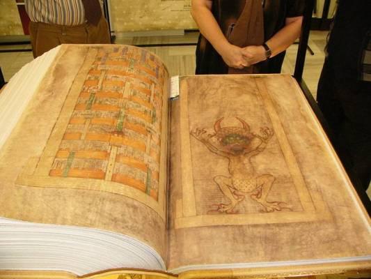 """""""Библия Дьявола"""" и пророчества Святого Альберта"""